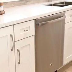 Kitchen Pantry Design, Kitchen Cabinet Storage, Farmhouse Kitchen Cabinets, Modern Kitchen Design, Home Decor Kitchen, Interior Design Kitchen, Kitchen Organization, Organization Ideas, Smart Kitchen
