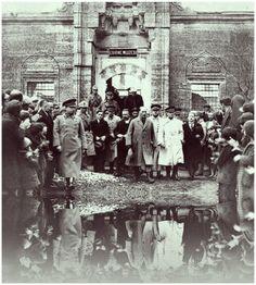✿ ❤ Atatürk, Edirne Müzesini gezerken.