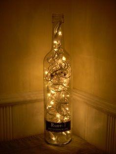 Faça você mesma uma decoração linda com garrafas e potes de vidro! Aqui no blog nós te ensinamos a fazer luminárias, vasos e até terráreos. Entre e confira!