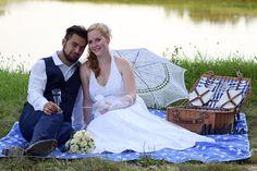 Elvesztetted a fonalat? Picnic Blanket, Outdoor Blanket, Wedding Dresses, Fashion, Bride Dresses, Moda, Bridal Gowns, Fashion Styles, Weeding Dresses