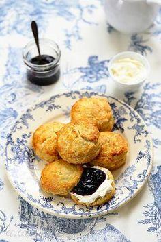 Scones and three tips for success Irish Recipes, Italian Recipes, Sweet Recipes, Cake Recipes, Dessert Recipes, Croissants, English Scones, Breakfast Tea, Pizza