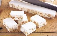 Christmas is coming, it cannot be denied, so get into the spirit by baking this delicious almond nougat - then keep them for your guests or package them up as food gifts that everyone will love. Almond Nougat Recipe, Italian Nougat Recipe, Candy Recipes, Food Gifts, Christmas Baking, Christmas Time, Chocolates, Tray Bakes, Fudge