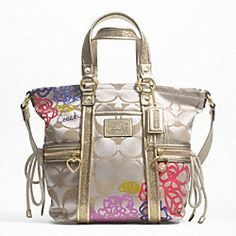 Enter to win this AH-MAZING Coach Bag from Coupon Cousins ! I would die to win this :)