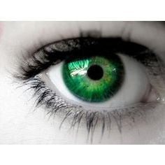 Finally! I found some nice and light and creepy green Nolan eyes @Alayna Caryl Windham