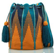 SUSU Blaze Crossbody Mochila - Care - Skin care , beauty ideas and skin care tips Crochet Handbags, Crochet Purses, Mochila Crochet, Tapestry Crochet Patterns, Scarf Patterns, Bag Women, Tapestry Bag, Knitted Bags, Hand Knitting