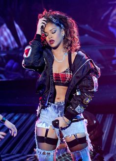 Rihanna Performs at X Factor Top 10 Elimination Show - HawtCelebs Rihanna Outfits, Style Rihanna, Rihanna Mode, Rihanna Looks, Rihanna Riri, Stage Outfits, Rihanna Fashion, Rihanna Photos, Saint Michael