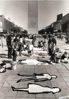 """Performance: """"El Siluetazo"""" (1983). Por iniciativa de un grupo de artistas, los manifestantes comenzaron a delinear sus siluetas en afiches, que luego instalaron en las inmediaciones de la plaza. Prestaron sus cuerpos para convocar a aquellos que el terror estatal había desaparecido: las siluetas buscaban representar la presencia de los desaparecidos y cuestionar a la dictadura militar desde el arte. Santa Lucia, Cold War, Valencia, Street View, Black And White, Deco, Llamas, Politics, School"""