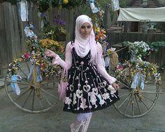 muslim-lolita-hijab-japanese-fashion-anime-38. multiple images of lolita fashion.