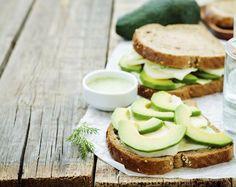 Maak dit recept voor overheerlijke oopsies, ook wel cloud bread gemoemd, in een handomdraai zelf. Lekker en low carb!