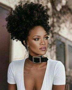 Rhianna rhianna in 2019 rihanna, natural hair styles, curly hair. Rihanna Mode, Rihanna Riri, Rihanna Style, Beautiful Black Women, Beautiful People, Curly Hair Styles, Natural Hair Styles, Natural Curls, Pelo Afro