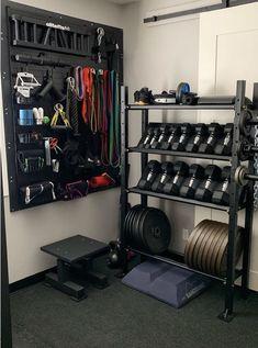 At home gym Home Gym Basement, Home Gym Garage, Diy Home Gym, Gym Room At Home, Home Gym Decor, Best Home Gym, Workout Room Home, Workout Rooms, Workout Room Decor