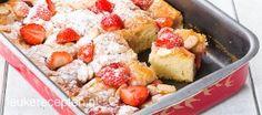 Frisse en luchtige aardbeiencake gemaakt met yoghurt, amandelen en weinig vet