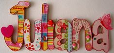 Beautiful Wooden Names for Children 7 by MaderitasEmpapeladas Painted Letters, Wooden Letters, Hand Painted, Decorated Letters, Letter Door Hangers, Letter Wall, Wooden Projects, Wood Crafts, Diy Crafts