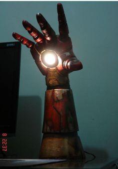 Iron Man arm night light ~ from 9gag, made by Sérgio Oliveira.