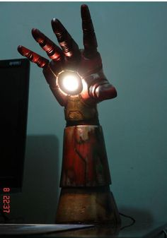 Iron Man arm night light ~ from 9gag, made by Sérgio Oliveira.