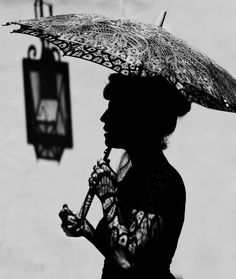 40 Best Black and White Photography examples from top photographers Photography Triangle, Indian Photography, People Photography, Portrait Photography, Photography Tips, Animals Black And White, Black And White People, White Women, Black White
