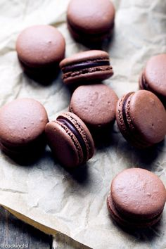 The Best Chocolate Macarons With Chocolate Peppermint Ganache Recipe - delicate chocolate macaron shells, glued together with smooth chocolate peppermint ganache. Chocolate Macaroons, Chocolate Crinkles, Chocolate Roulade, Chocolate Smoothies, Chocolate Shakeology, Chocolate Triffle Recipe, Ganache Recipe, Best Chocolate, Homemade Chocolate