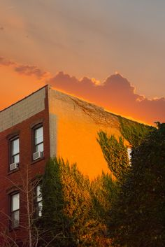 From a series of photographs entitled The Golden Hour which taken at sunrise and sunset by artist and photographer KangHee Kim. Orange Aesthetic, Sky Aesthetic, Retro Aesthetic, Apollo Aesthetic, Last Minute Travel, Best Sunset, Looks Cool, Golden Hour, The Guardian
