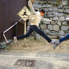 今日の足長ジャンプはダブルです。や、1人は見切れてる(笑) #足長小学生 #御手洗地区 #mitarai #oosakishimojima #jump