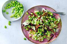Kijk wat een lekker recept ik heb gevonden op Allerhande! Oosterse salade met sojaboontjes en pijnboompitten