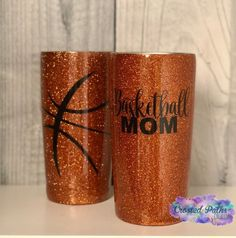 Glitter And Gold Diy Tumblers, Personalized Tumblers, Custom Tumblers, Glitter Tumblers, Glitter Projects, Glitter Crafts, Glitter Art, Glitter Vinyl, Art Projects