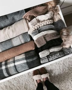 hygge fashion style- cozy and casual - fall/winter accessories - fashion inspiration Fall Winter Outfits, Winter Wear, Autumn Winter Fashion, Winter 2017, Cozy Winter, Winter Dresses, Konmari, Winter Wardrobe, Sweater Weather