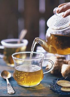 On The Health Benefits of Ginger Tea, And Why You Should Be Drinking It This Winter - Garden Collage Tea Quotes, Coffee Quotes, Migraine, Gifs, Tea Gif, Chocolate Cafe, Coffee Gif, Health Benefits Of Ginger, Afternoon Tea Parties