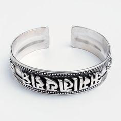 Brățară amuletă Om Mani Padme Hum, argint, Nepal  #metaphora #silverjewelry #silverjewellery #nepal #bracelet #bangle #ommanipadmehum #amulet Nepal, Om Mani Padme Hum, Tibetan Jewelry, Mantra, Cuff Bracelets, Mai, Karma, Silver, Jewellery