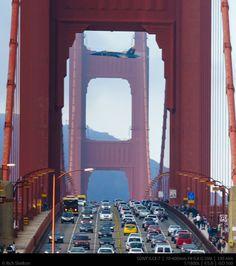 Man captures unbelievable photo of Blue Angel fighter jet buzzing the Golden Gate Bridge at 350 mph