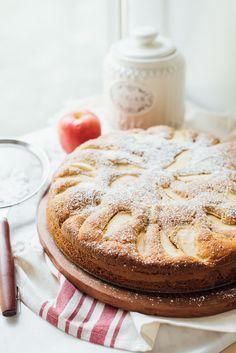 Traditional Italian Apple Cake [Torta di Mele Classica] - My Recipe Notebook Apple Cake Recipes, Apple Desserts, Gourmet Desserts, Food Cakes, Cupcake Cakes, Cupcakes, Dessert Crepes, Italian Cake, Italian Cookies