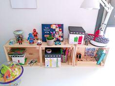 Cajas de madera para organizar escritorio Ikea - Organizar y decorar el escritorio de los niños - Escritorios infantiles | ideas para escritorios | Escritorios infantiles kids | Desk inspiration | escritorios IKEA | Escritorio Micke | Kids rooms | Desk organisation