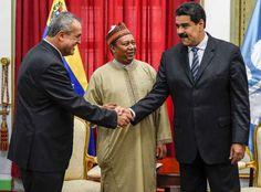 La estatal venezolana Pdvsa y la Corporación Nacional de Petróleo de China (CNPC) firmaron este jueves convenios de inversión por 2.200 millones de dólares, que permitirán elevar la producción conjunta a 800.000 barriles de crudo por día (b/d).</p>