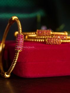 Gold Chain Design, Gold Bangles Design, Gold Earrings Designs, Jewellery Designs, Necklace Designs, Plain Gold Bangles, Ruby Bangles, Bangle Bracelets, Necklaces
