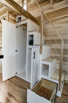 Home Design Drawing tiny stylish trailer home interior design 14 - Do you have a tiny house dream? Modern Tiny Living is a company founded on the love for the freedom and they have the team to make it real. Tiny House Stairs, Tiny House Loft, Small Tiny House, Tiny House Living, Tiny House Plans, Tiny House Design, Tiny House On Wheels, Tiny Tiny, Small Houses