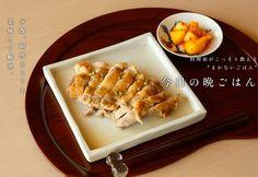たっぷりのお酒で煮た鶏肉は旨味たっぷり&驚くほどジューシー。味付けは極シンプルにして素材の味を感じて。日本酒の肴にどうぞ。