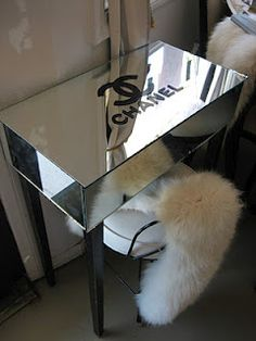 This is for my friend Cecile a Chanel vanity table! Chanel Decoration, Tocador Vanity, Chanel Bedroom, Chanel Bedding, Rangement Makeup, Mirrored Furniture, Mirrored Vanity, Mirrored Table, Mirrored Nightstand