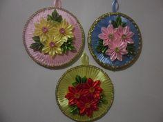 Одноклассники Crafts With Cds, Cd Crafts, Ribbon Crafts, Bottle Crafts, Diy And Crafts, Crochet Flower Patterns, Crochet Flowers, Fabric Flowers, Paper Flowers