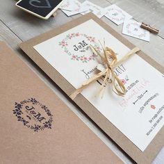Buenos días 👰🏼👱🏽! Todavía no cononcéis nuestra colección de invitaciones de boda?? 👉🏻 Muy pronto diponibles también en nuestra web!🙌🏻🎉🎈🎊 • Modelo Olivia • 🌿💕#bedifferentstudio #invitacionesdeboda #invitacioneshandmade #invitacionespersonalizadas #weddingdesign #weddingdesigner #weddingplanner