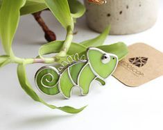 """Fair of Masters - handmade A nice stained-glass brooch """"Chameleon"""". Technique of Tiffany. Brooch made of glass . Stained Glass Designs, Stained Glass Panels, Stained Glass Projects, Stained Glass Patterns, Stained Glass Art, Mosaic Glass, Fused Glass, Mosaic Mirrors, Mosaic Wall"""