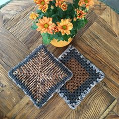 "Christel Wijk on Instagram: ""Virkade mosaik granny grytlappar 🌼 #virkadegrytlappar #mosaicgrannygrydelapper #mosaicgrannysquare #grytlappar #crochetpotholder…"" Crochet Potholders, Pot Holders, Bohemian Rug, Mosaic, Rugs, Instagram, Decor, Carpets, Decorating"