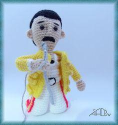 Creando Mingumios de esos....: FREDDIE MERCURY Crochet Toys Patterns, Amigurumi Patterns, Stuffed Toys Patterns, Crochet Dolls, Crochet Baby, Knitting Patterns, Crochet Clothes, Freddie Mercury, Amigurumi Tutorial