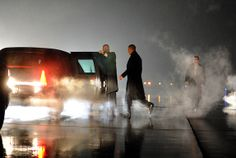 UNITED STATES, Romules : US President Barack Obama walks to his car upon arriving in Romules, Michigan, on January 26, 2012. AFP Photo/Jewel Samad