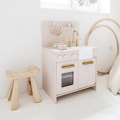 Houten speelgoedkeuken roze Amelie, Playroom, Kids Room, Home Appliances, Interior, Home Decor, Baby Fever, Videos, Pink