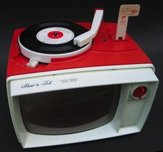The Show 'n Tell was a toy combination record player and filmstrip viewer manufactured by General Electric from the to the It resembled a television set, but had a record player on the top. Records and slides were sold for it in. Retro Toys, Vintage Toys, Retro Games, Childhood Toys, Childhood Memories, School Memories, Fisher Price, Radios, Portable Record Player