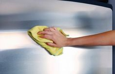 woman's hand with microfiber cloth polishing a stainless steel fridge door House Cleaning Tips, Cleaning Hacks, Apartment Cleaning, Cleaning Services, Cleaning Stainless Steel Appliances, Limpieza Natural, Genius Ideas, How To Remove Adhesive, Hard Water Stains