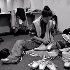 Maria Kochetkova sewing pointe shoes before gala in Mexico. Ballet Images, Ballet Pictures, Ballet Poses, Ballet Dancers, Dance Dreams, Vogue Mexico, Dance With You, Ballet Fashion, Ballet Photography