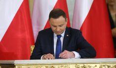 Prezydent Andrzej Duda - jemu najbardziej ufają Polacy. Tak wynika z sondażu IBRiS dla onet.pl W czołówce polityków, którzy cieszą się zaufaniem jest premier Beata Szydło. Premier