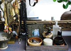 have an organized and pretty dresser top Dresser Top Organization, Jewelry Organization, Organize Dresser, Perfume Organization, Jewelry Storage, Old Apartments, Cleaning Closet, Vanity Decor, Apartment Living