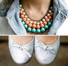 Maxi colar e sapatilha de glitter Arezzo. Statement Necklace and glitter ballerina.