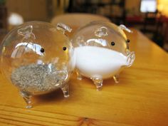 glass pig salt and pepper shakers...LOVE LOVE LOVE LOVE LOVE